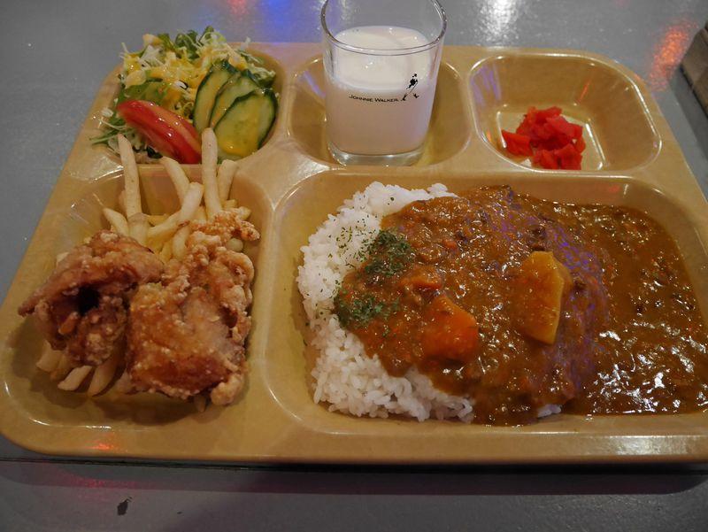 「海軍カレー」の秘密を探る!横須賀の人気カレー店5選