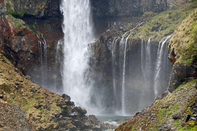 迫力満点の美しさ!日光の日本三名瀑「華厳の滝」