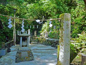 修験者の姿も!高尾山へのもう一つのメインルート「琵琶滝コース」|東京都|トラベルjp<たびねす>