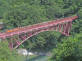 北アルプスのV字谷を走るトロッコ列車!富山・黒部峡谷鉄道の魅力|富山県|トラベルjp<たびねす>
