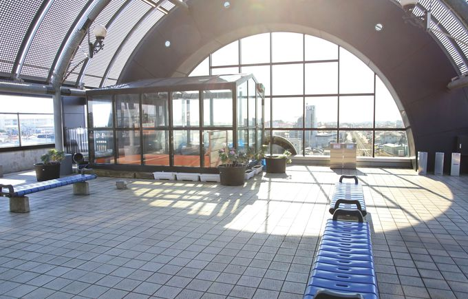 蒸気機関車を模したデザインの真岡駅駅舎