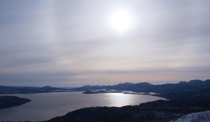 美幌峠から見た屈斜路湖の絶景!北国の冬の風物詩は必見