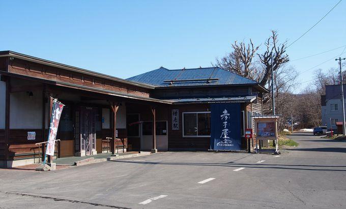 大正時代に建てられたレトロな木造駅舎