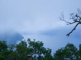 霧が生み出す幻想に出会える!北海道・弟子屈町の「摩周湖」|北海道|トラベルjp<たびねす>