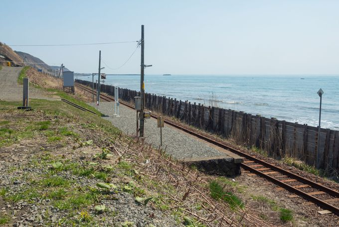 海に面した駅の風景はすがすがしく、開放感たっぷり
