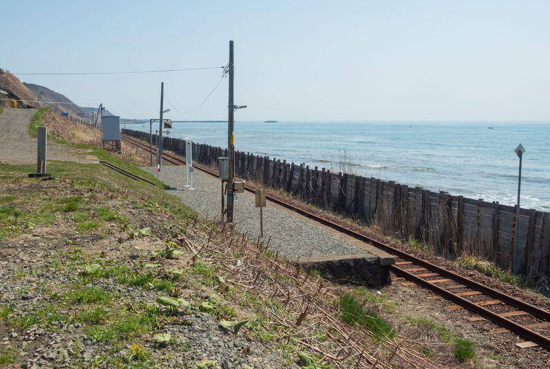 ホームの向かいは太平洋!北海道の新冠町「大狩部駅」