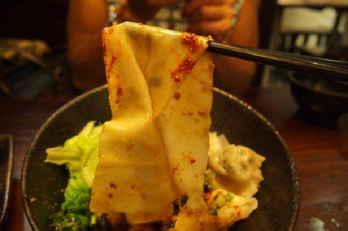 幅が5cmある太すぎる麺「びゃんびゃん麺」