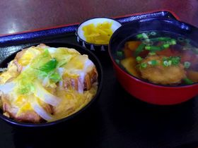 ヘルシー油麩で満腹♪宮城登米ご当地グルメ油麩丼・はっと汁|宮城県|トラベルjp<たびねす>