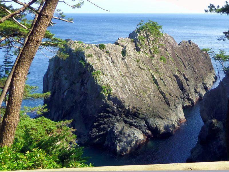 碁石海岸の拠点〜自然の迫力を感じる「雷岩・乱曝谷」
