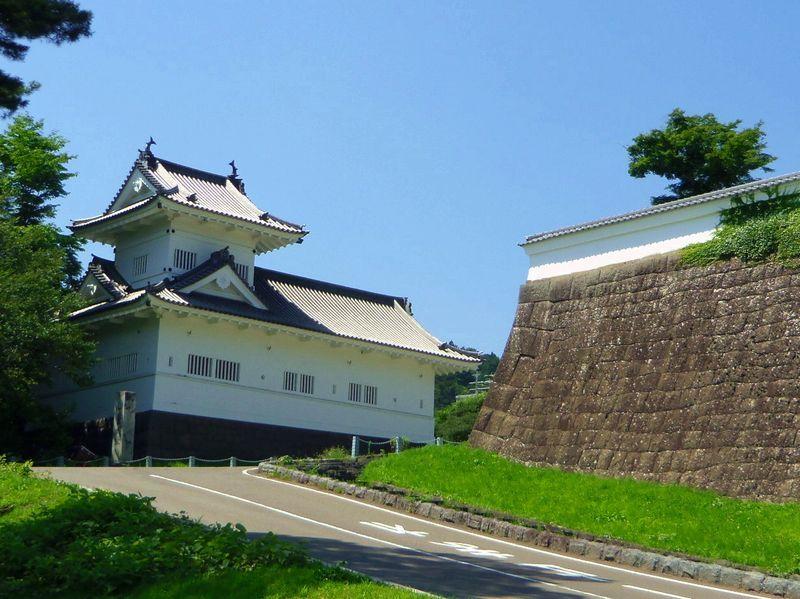 仙台城の入口〜唯一復元された建物「脇櫓」