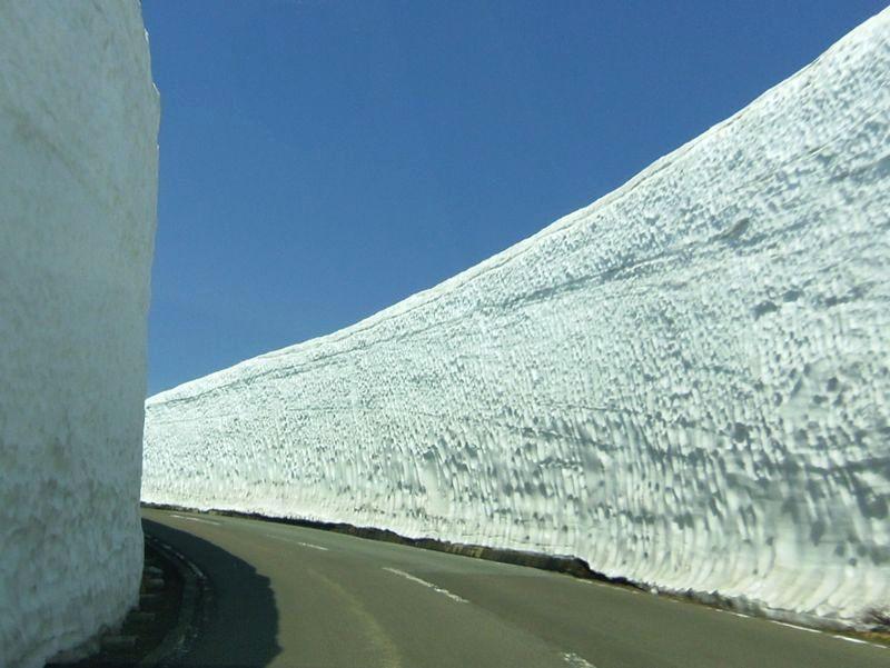 蔵王ハイラインへ進めば〜さらに雪の壁がパワーアップ!
