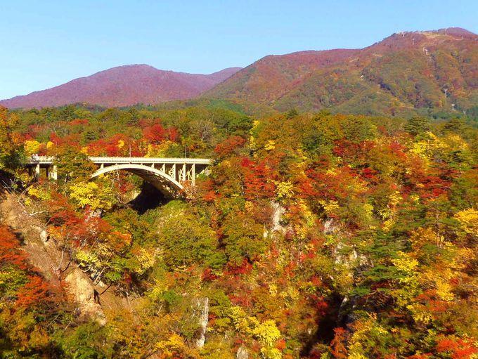 「見晴らし台」から、鳴子峡の紅葉を一望しよう