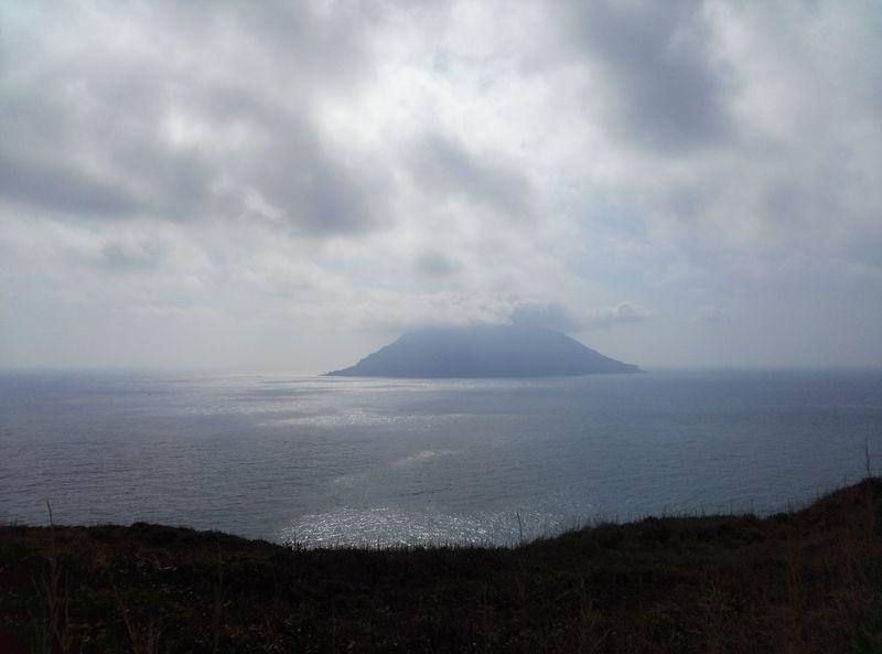 手軽に無人島で秘境体験!八丈小島に行こう!