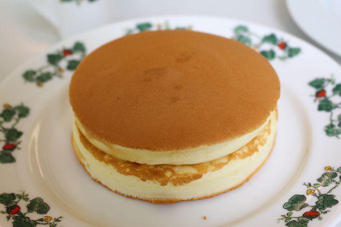 六花亭喫茶室でいただく正統派「ホットケーキ」