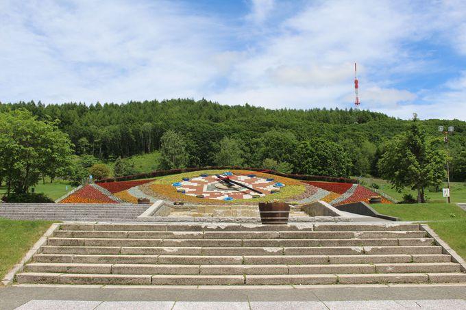 十勝が丘公園にある巨大花時計「ハナック」