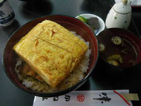 一度は食べたい、ド迫力の『きんし丼』。『逢坂の関』で出会う感動の丼体験をどうぞ!