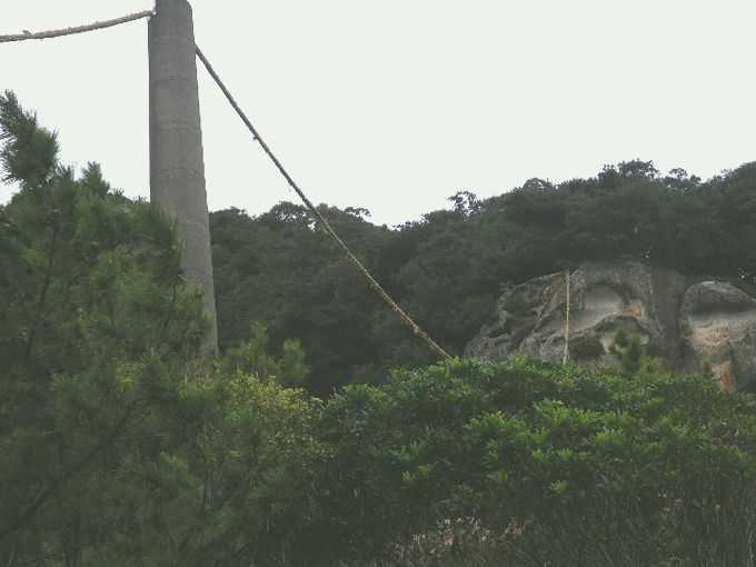 本宮道と浜街道の分岐『花の窟(はなのいわや)神社』