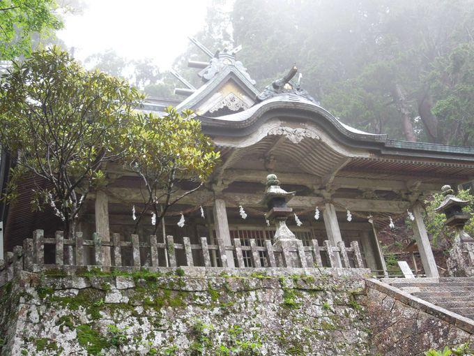 静かに佇む重厚な玉置神社