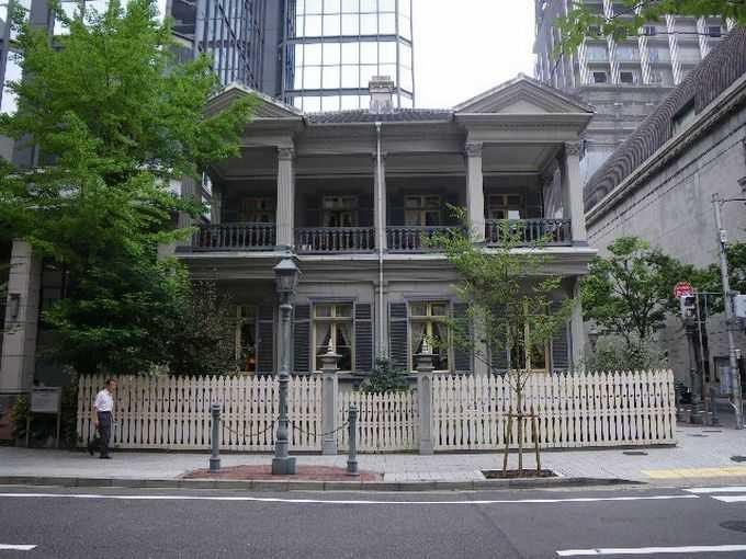 震災後に復元された『旧居留地15番館』