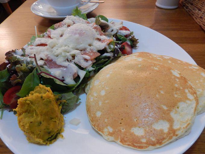 各国料理が集まるハンター坂で何を食べる?