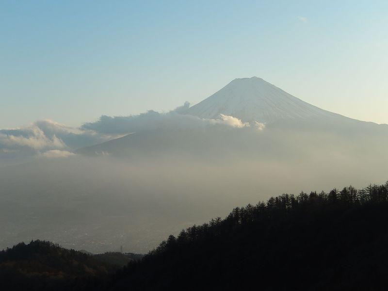 美しい富士山の姿を堪能したい人は、山梨「三ツ峠」へ!