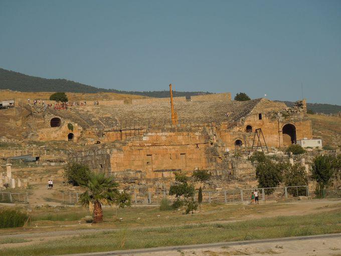 パムッカレに行くには、まず、ヒエラポリス遺跡から