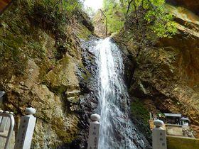 兵庫の中山連山縦走路は観音様に崖下り、大滝とバラエティ豊か