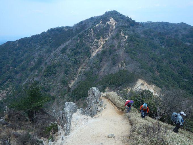 坂下峠からキレットを越えて唐木山で昼食