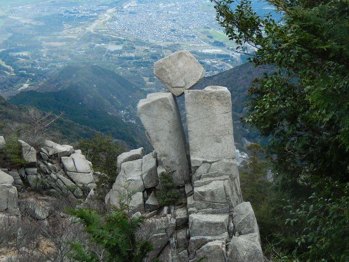驚きの地蔵岩におばれ岩