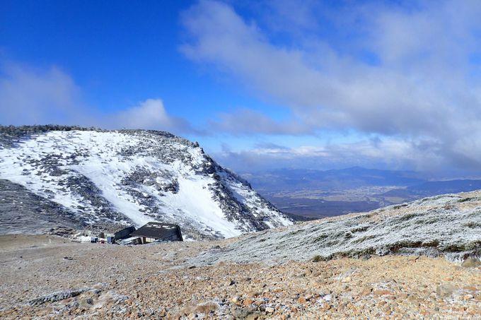 強風の夏沢峠を越えて、根石岳山頂へ