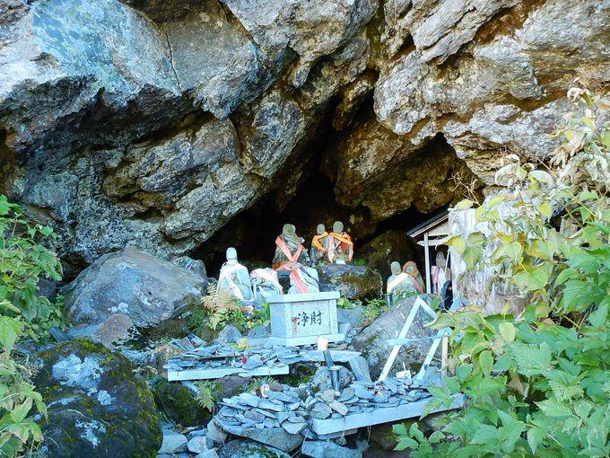玉殿の岩屋は、室堂山荘から10分