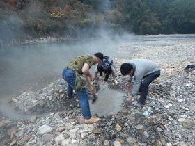 和歌山・奥熊野「川湯温泉みどりや」でマイ温泉を掘ろう!|和歌山県|トラベルjp<たびねす>