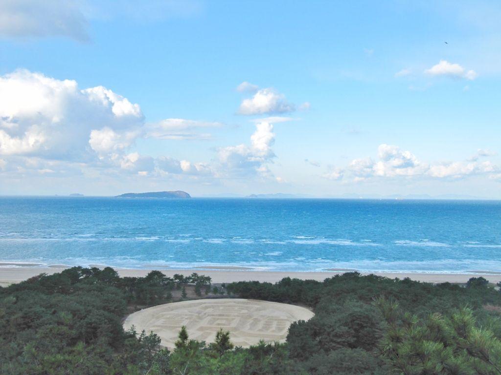 地元住民たちが支えた日本一の砂絵「銭型砂絵」
