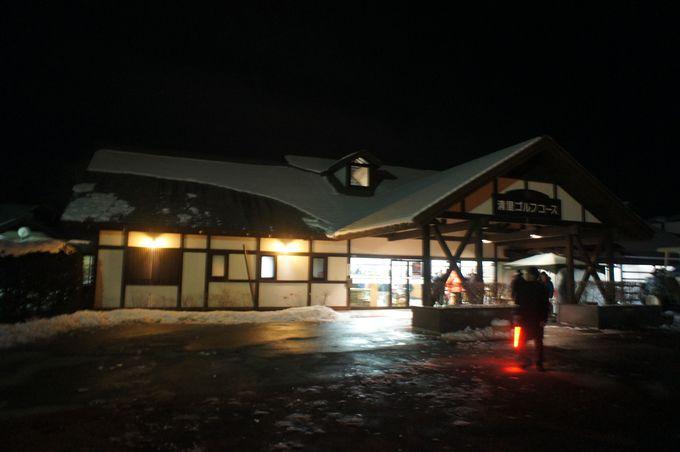 舞台は冬の八ヶ岳。山梨側ではゴルフ場で開催。