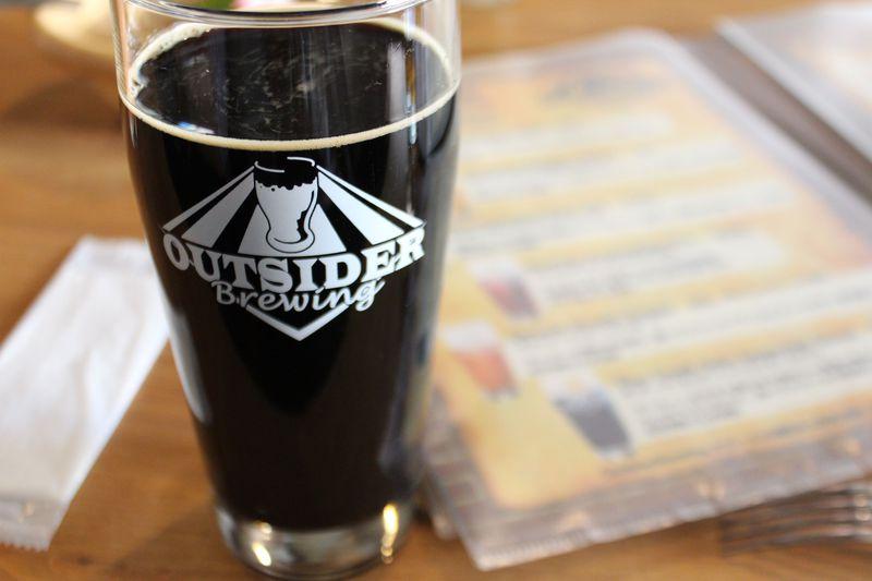 甲府地ビール発祥の店「アウトサイダー」で、フレーバーなビールを楽しもう