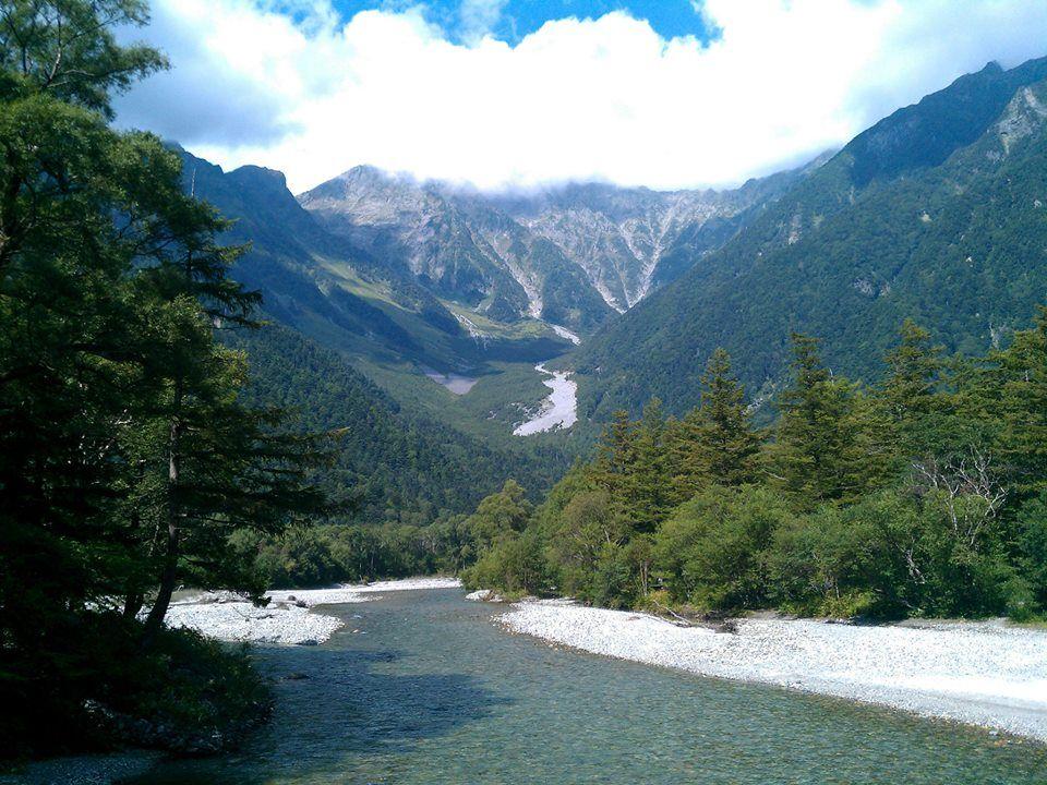 山岳なのに平野?!「上高地」で楽しむ秋