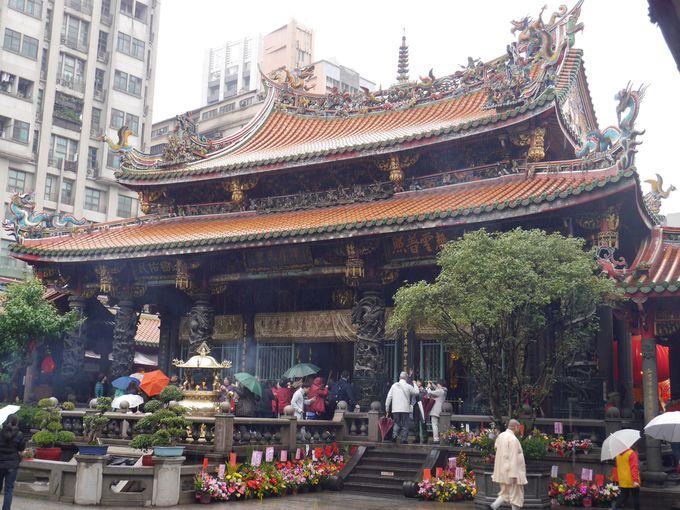 台北最古の寺院『龍山寺』に思いを馳せて
