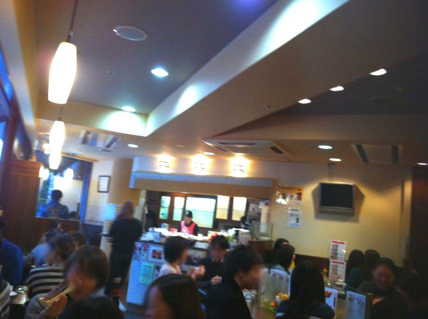 店内は常に活気で溢れる!大人気の喫茶店