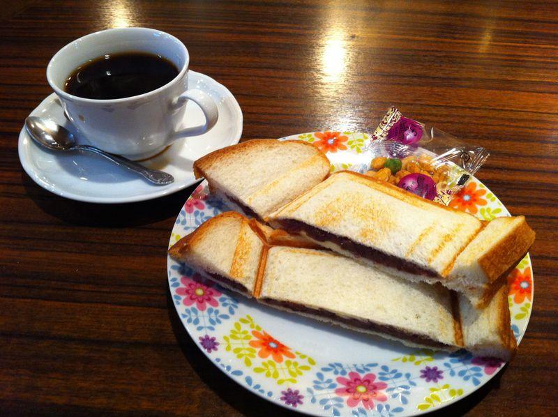 名古屋駅から歩いてスグ!「喫茶リヨン」は一日中モーニングサービス♪