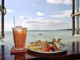 沖縄で海を見てゆっくりするなら♪潮風香る「浜辺の茶屋」!