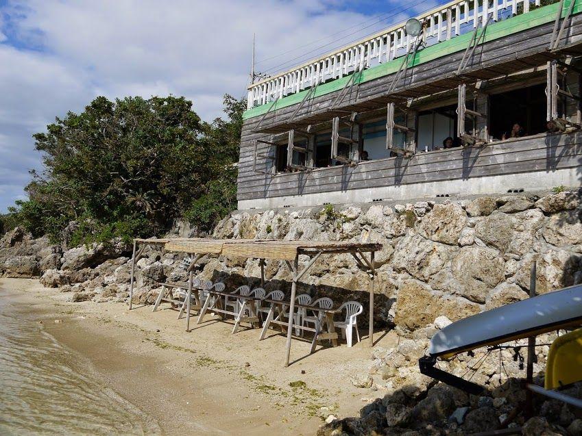 本当に海に隣接しているカフェ!