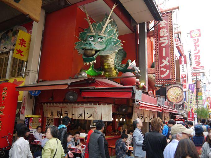 繁華街の中心にドドーンと店を構える♪「道頓堀店」も24時間営業!