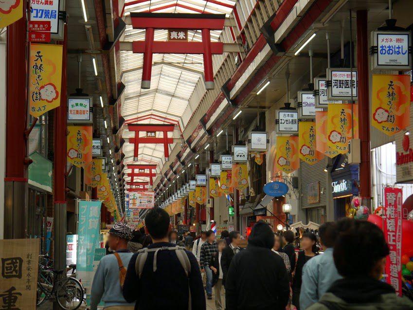 鳥居が空を飛ぶ?!大阪天満宮の表参道の縁起の良い場所♪