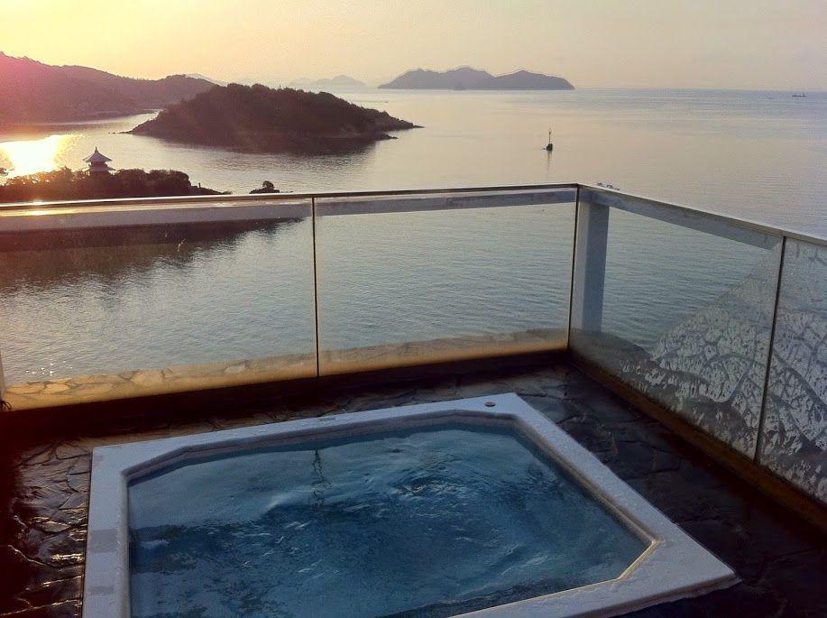 屋上にある「天空露天風呂」は朝に入るべし!