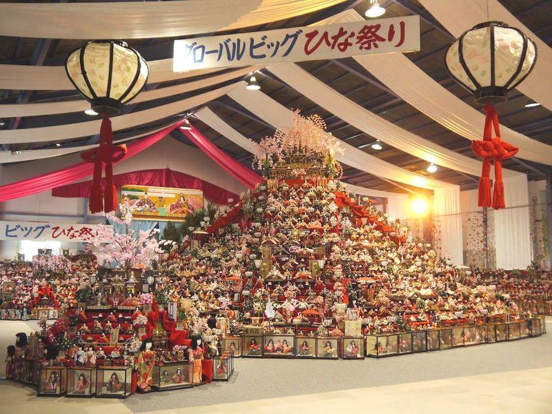 徳島勝浦の日本一「ビッグひな祭り」高さ約8m!人形3万体!