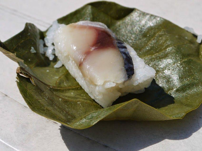 ゐざさで『柿の葉寿司』を買って、奈良公園で食べるのもおすすめ!