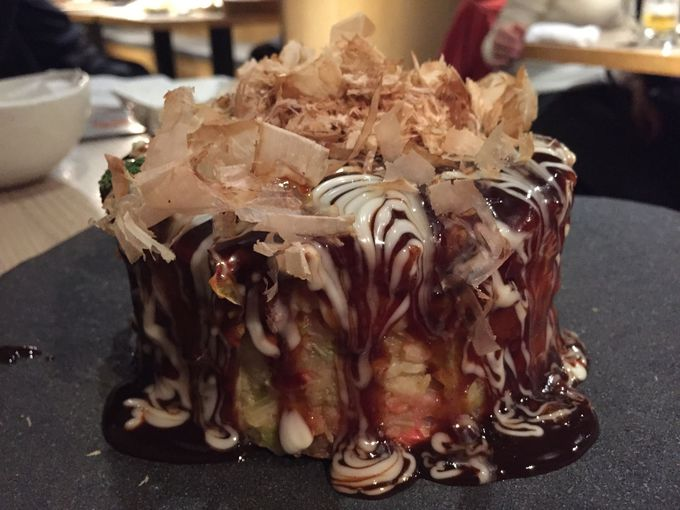 厚さ5センチ以上!のホールケーキのような分厚いお好み焼き