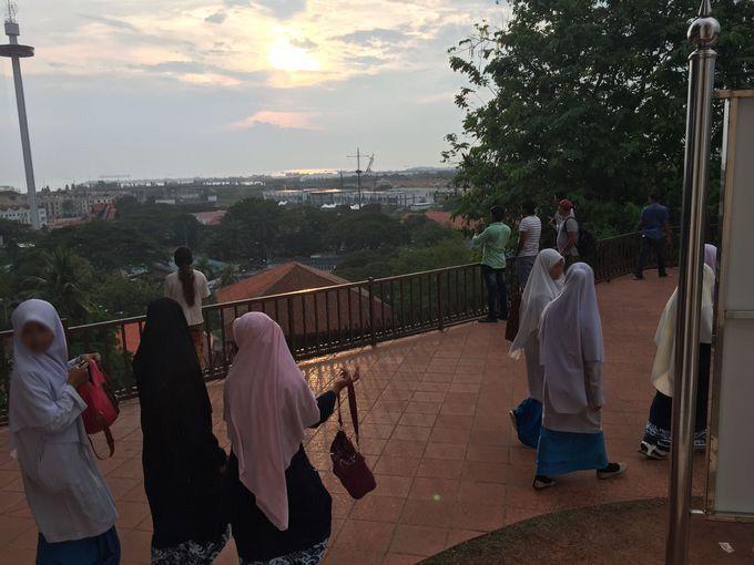 マラッカに来たら、丘の上で夕日を見なきゃ!