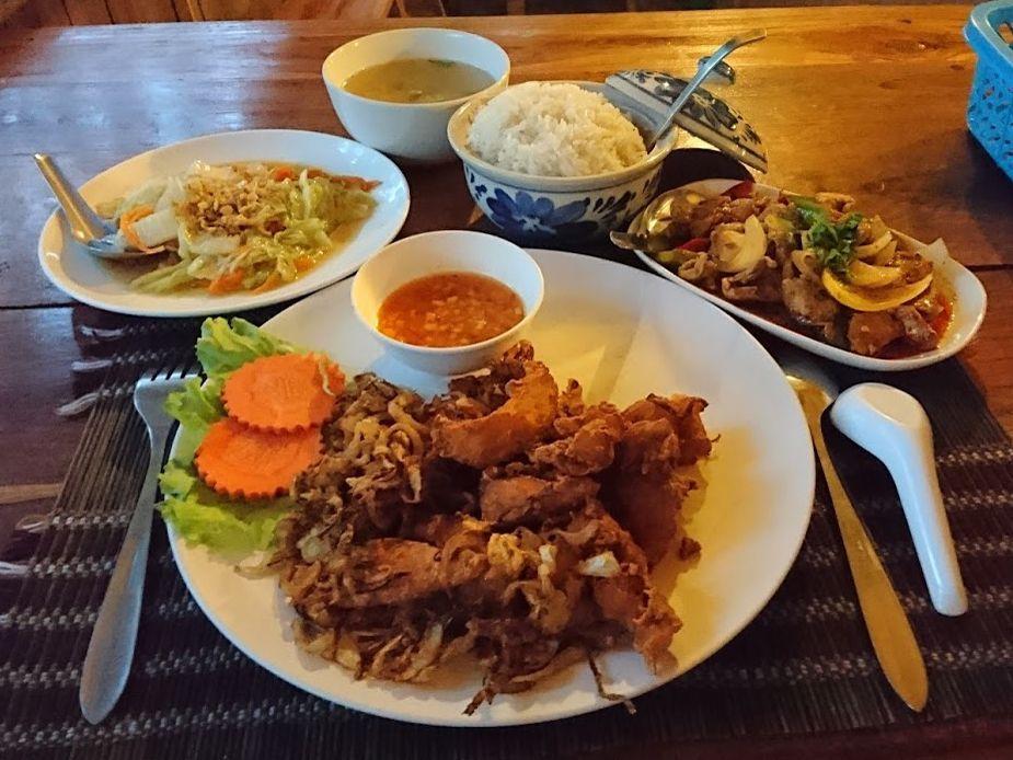 料理はタイの家庭料理でゴージャス!
