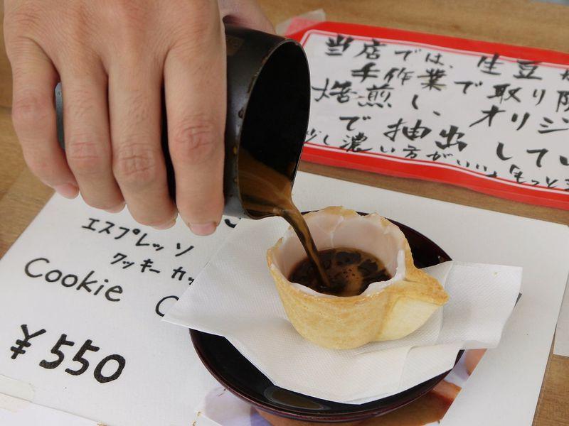 外国人観光客がワォ!と唸る。飛騨高山の宮川朝市で新名物